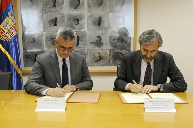 El ayuntamiento firma un convenio con la oficina municipal for Oficina municipal de turismo